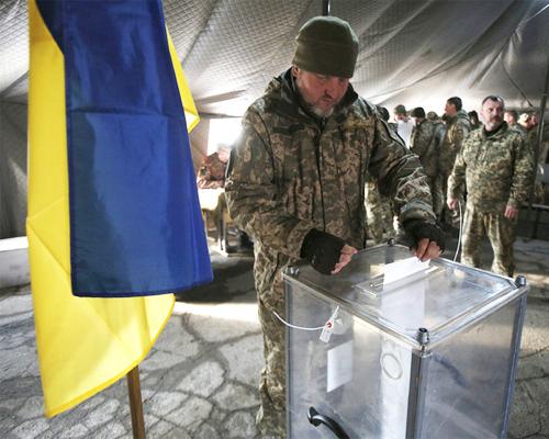 En Ukraine, pour ou contre le pouvoir, on vote en espérant la paix